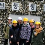 Vor unserer Höhlen-Tour (inkl. Handauflegung). ;)