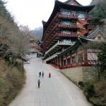 Normalerweise haben koreanische Tempel nur ein oder zwei Geschosse, nicht so Guinsa.
