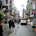 Eine der vielen Einkaufsstraßen in Hongdae.