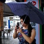 Ohne Regenschirm (Sonne oder Regen) ist man arm dran.