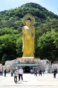 Charakteristisch: Die rund 30 Meter hohe Buddha-Statue.