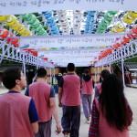 Die Parade zu Ehren Buddhas.