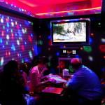 Karaoke in Korea ist ganz anders als bei uns.