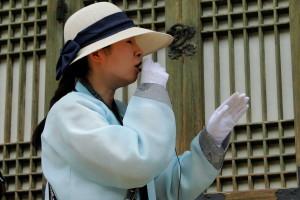Unser tour guide - natürlich mit Hanbok.
