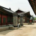 """Die koreanische Bodenheizung (dafür sind die Kamine) heißt """"Ondol""""."""
