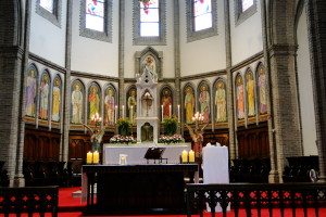 Der Altar war vergleichsweise schlicht ...