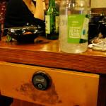 """Mit einer eingebauten Glocke kann man in vielen Restaurants den Kellner """"rufen""""."""