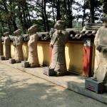 Die chinesischen Tierkreiszeichen am Eingang von Haedong Yonggungsa.