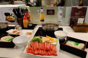 """샤부샤부 (""""schabu schabu"""") - ein japanisches Feuertopf-Gericht."""